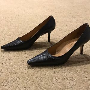 Like New Ann Taylor Black Leather Pumps